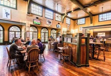 The Standard Pour Restaurant